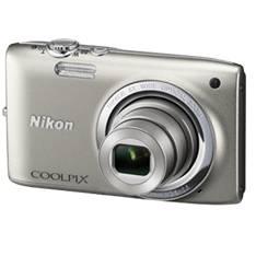 "NIKON CAMARA DIGITAL NIKON COOLPIX S2700 PLATEADO 16 MP ZO 6X HD LCD 2.7"" LITIO + SD 4GB + ESTUCHE + MOCHILA PLEGABLE + 5 AÑOS DE GARANTIA"