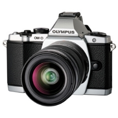 "OLYMPUS CAMARA DIGITAL OLYMPUS OM-D E-M5 PLATA 16MP KIT 12-50MM ISO HASTA 25600 FULL HD LCD 3"" ABATIBLE LITIO"